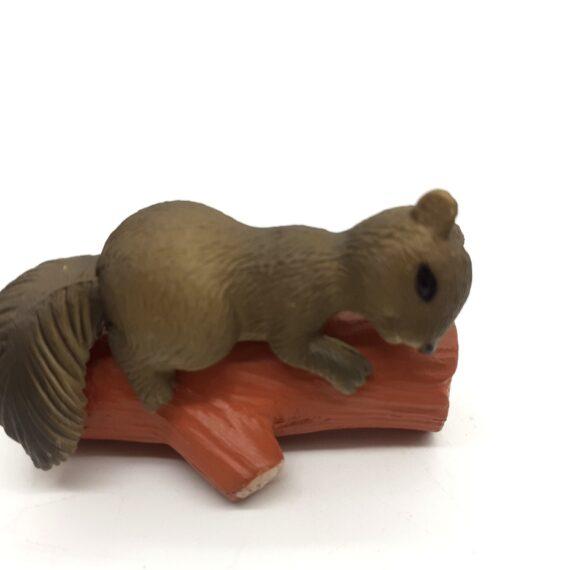 Σκίουρος από πορσελάνη 3cm 8016-1